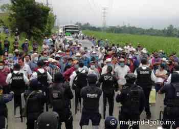 Retienen a manifestantes de Loma Grande; iban hacia Orizaba - Imagen del Golfo