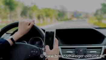 Smartphone und Co.: Diese Regeln gelten beim Autofahren