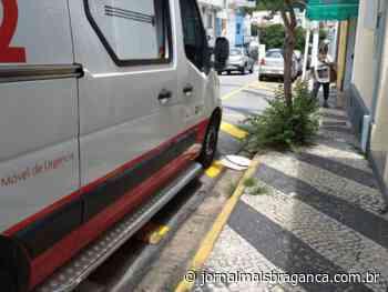 Acidente entre carro e moto deixa motociclista ferido no centro de Braganca Paulista - Jornal Mais Bragança