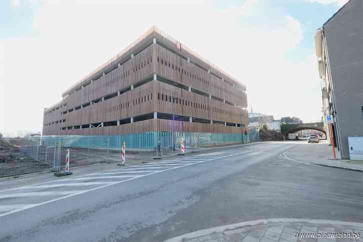 Parkeertoren met plaats voor 900 auto's en 700 fietsen is klaar en daar blijft het niet bij: stad heeft grootse plannen met stationsbuurt
