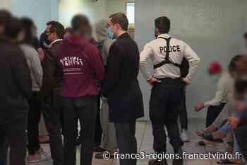 Grèves de la faim, manifestations... le centre de rétention de Oissel sous tension - France 3 Régions