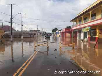 Com a vazante do Iaco, carrros já começam a trafegar na Av. Avelino Chaves, em Sena - ContilNet Notícias