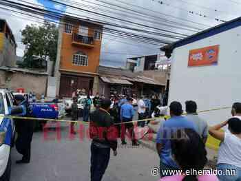 Hombre muere sobre una acera en la colonia San Miguel de la capital - ElHeraldo.hn