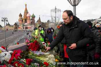 Russians lay flowers to mark opposition leader's killing