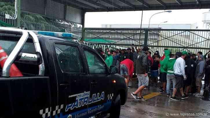 Camioneros mantiene bloqueado un complejo logístico en Villa Adelina - La Prensa (Argentina)
