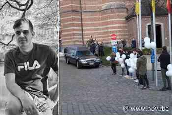 Diepenbeek neemt sereen afscheid van verongelukte Niels (Diepenbeek) - Het Belang van Limburg