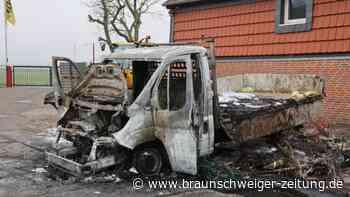 Fahrzeug brennt auf Firmengelände in Salzgitter aus