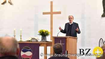 Landesbischof bringt Mutmacher-Kerzen nach Wolfsburg