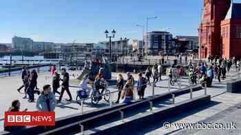 Covid: Beach car parks shut to stop lockdown rule-breakers