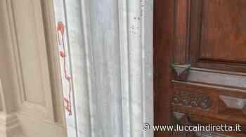 Macchie rosse sui muri dei palazzi: mistero a Viareggio - Luccaindiretta - LuccaInDiretta