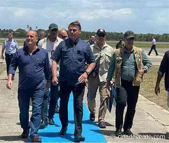 Bolsonaro desembarca em Parnaíba e cumprimenta apoiadores - Parnaiba - Cidadeverde.com