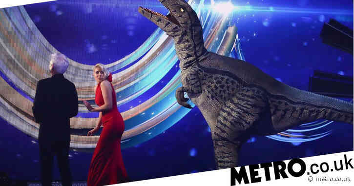 Dancing on Ice 2021: Phillip Schofield in hysterics after Holly Willoughby is 'attacked' by dinosaur