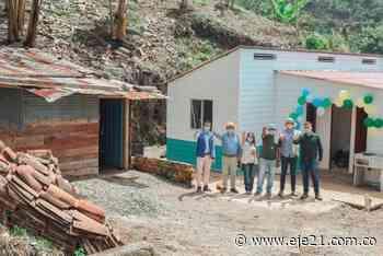 Gobernación de Caldas y alcaldías de San José y Viterbo entregaron 8 viviendas a familias vulnerables - Eje21