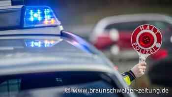Betrunkener Lkw-Fahrer baut Unfall auf A28