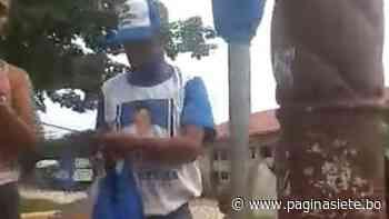 En San Ramón obligan a retirar banderas del MAS de mástiles de plaza principal - Diario Pagina Siete