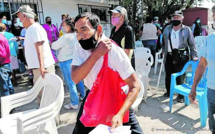 Llegan a vacunarse en Puente de Ixtla de otros municipios y entidades - El Sol de Cuernavaca
