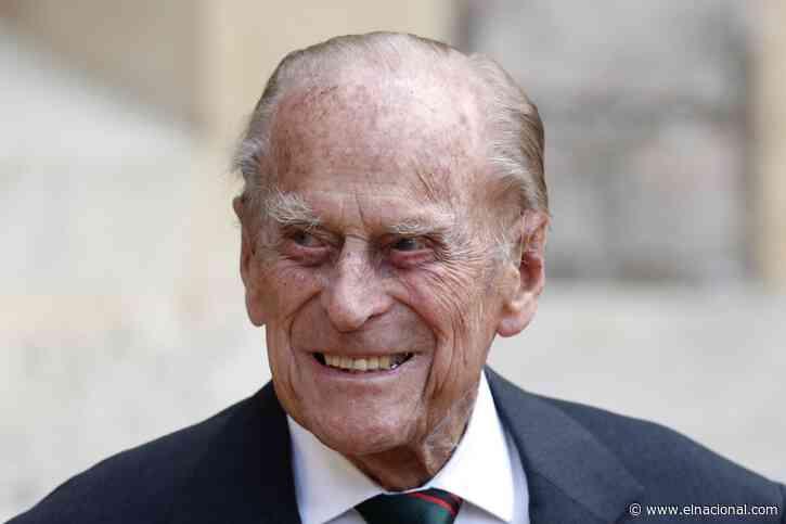 El esposo de la reina Isabel II deberá someterse a exámenes cardíacos