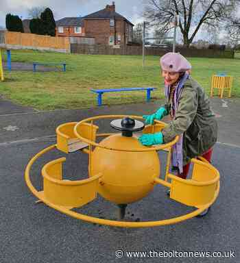 Litter pickers go one step further and start cleaning surfaces in Leigh, Atherton and Tyldesley