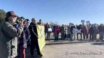 Violences et insultes : mobilisation devant le centre de rétention de Oissel - France Bleu