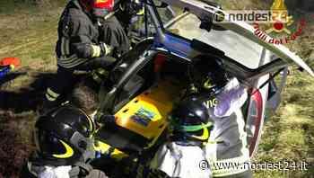 Grave incidente ad Azzano Decimo: auto nel fossato, conducente incastrata - Nordest24.it