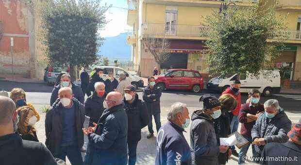 Sala Consilina, malato psichiatrico importuna i commercianti: scatta il sit-in - Il Mattino