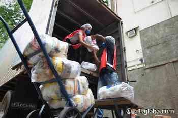 Cruz Vermelha entrega doações para moradores atingidos pelas chuvas em Espera Feliz - G1