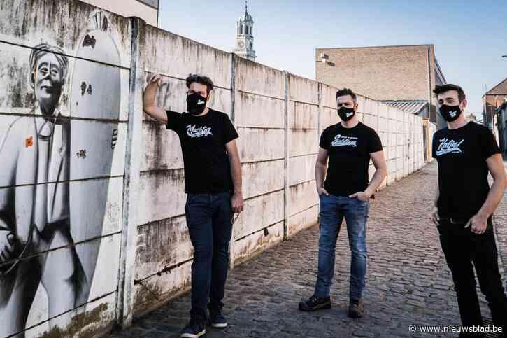 """'Machtig', 'Subliem' en 'Kaljn!': T-shirtontwerper Koen maakt Limited Enkaavee Edition """"als dankjwel voor wat ze deden voor carnaval"""""""
