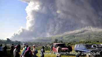 Naturschauspiel: Zwei Vulkane in Indonesien spucken Asche und Gestein