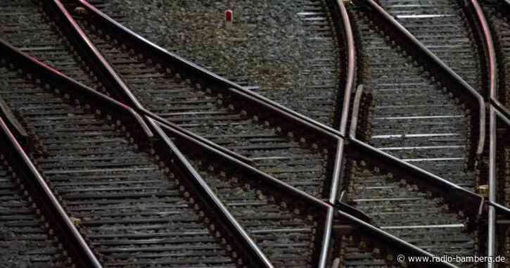 Mann stürzt bewusstlos auf Gleis und wird gerettet