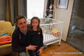 Schepen Bert Verhaeghe fiere papa van Emiel