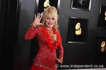 'Vaccine, vaccine': Dolly sings 'Jolene' rewrite before shot