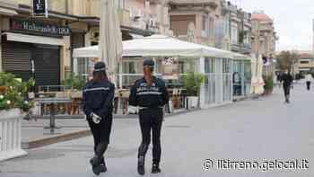 Sorpresi durante il coprifuoco a bere alcol in piazza a Viareggio: multati quattro diciannovenni - Il Tirreno