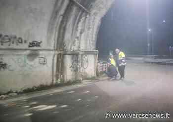 Caduta di calcinacci dal ponte ferroviario tra Albizzate e Jerago - varesenews.it