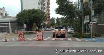 Cruzamento entre as ruas Alfredo Chaves e Bento Gonçalves é bloqueado em Caxias do Sul - GauchaZH