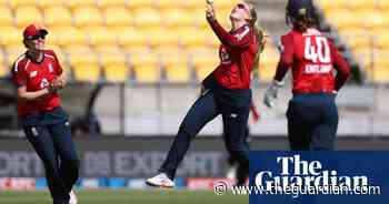 England Women cruise to seven-wicket win over New Zealand in first T20