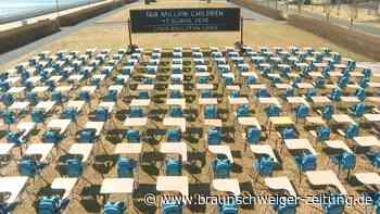 """Leeres """"Pandemie-Klassenzimmer"""" vor der UN-Zentrale"""