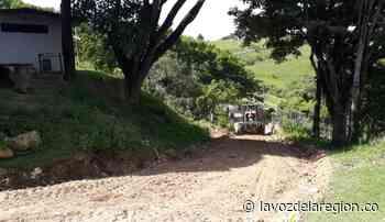 Con maquinaria habilitan rutas viales en zona rural de Tesalia - Huila