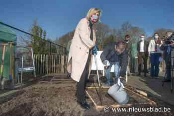 Minister Crevits zoekt duizend tuinen voor universitair sojaproject