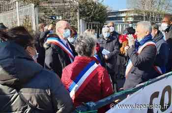 Le maire de Corbeil-Essonnes manifeste pour obtenir un centre de vaccination - Le Parisien