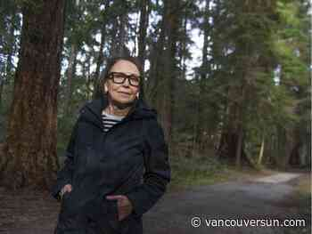 Walker doesn't like idea of taking on a coyote with a stick in Stanley Park