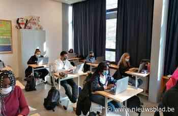 Leerlingen provinciale scholen krijgen laptop in bruikleen