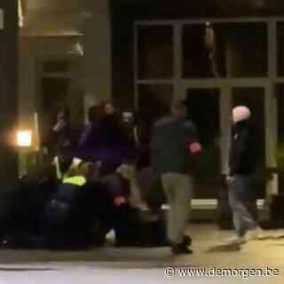 ▶ Ooggetuige filmt politiegeweld op Antwerpse Dageraadplaats