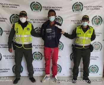 Fue sorprendido mientras hurtaba unas señales de tránsito en Sitionuevo - El Informador - Santa Marta