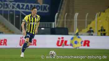 Fenerbahce Istanbul: Özil ausgewechselt: Unentschieden gegen Podolski-Club