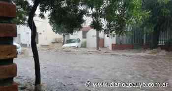 Un diluvio dejó a buena parte de Catamarca bajo el agua y obligó a evacuar sectores humildes - DIARIO DE CUYO