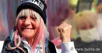 """""""Goodbye Deutschland""""-Star Kathrin Mermi-Schmelz: Endlich haben die Friseure wieder offen – und sie ihre Regenbogenfrisur zurück - BUNTE.de"""