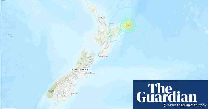 Thousands of New Zealanders move to higher ground following earthquakes and tsunami alert
