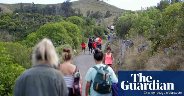 Major earthquake triggers tsunami warning and evacuations in New Zealand – video