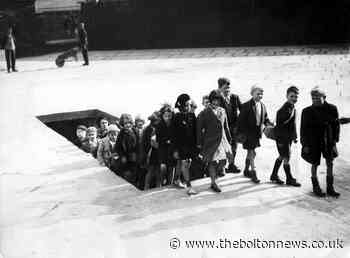 Remarkable photo shows Bolton pupils after air raid drill