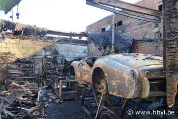 """Bewoners meten schade aan oldtimers op na brand: """"Levenswerk in vlammen opgegaan"""""""